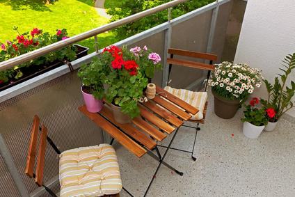 besondere balkontische von gro bis klein klassisch bis modern. Black Bedroom Furniture Sets. Home Design Ideas